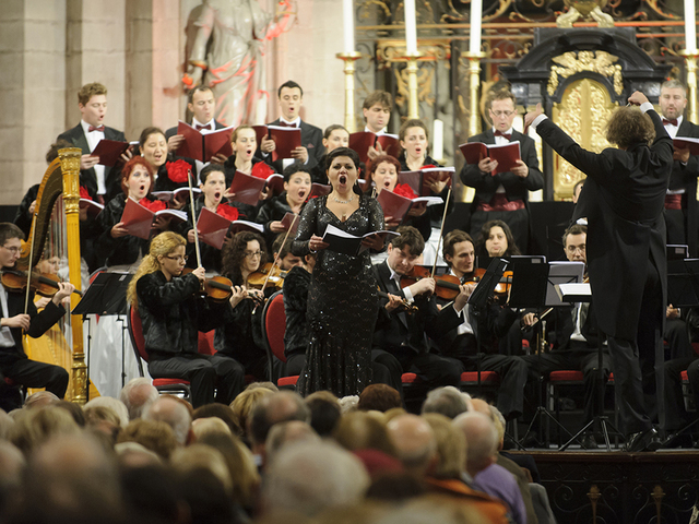 The New Romanian Symphony Choir & The International Symphony Orchestra. Foto: carmina-concert.nl